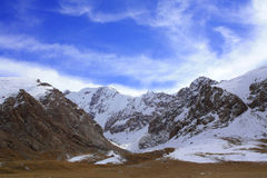Löst snöberg på Kirgizistan Royaltyfri Fotografi