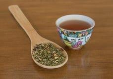 Löst te med den japanska tekoppen Arkivbild