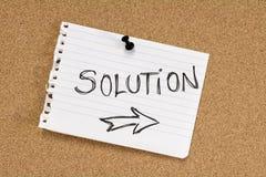 Lösungsanmerkung über Pinboard Stockfoto