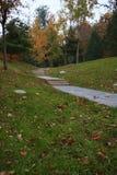 Lövrik trädgård på hösten fotografering för bildbyråer