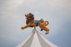 Löwe über der Haube des Karussells Lizenzfreie Stockfotografie