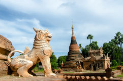 Löwe bei Inwa Stockfoto
