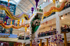 Löwe und Dragon Dance Barongsai im Mall Jakarta Indonesien Stockfotos