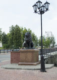 Löwe und Lampe nahe Pusklinsky-Brücke Stockfoto