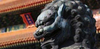 Löwe in verbotener Stadt (Palast-Museum) stockfotos
