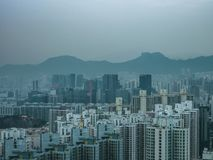Löwefelsen und Gebäude, Hong Kong Stockfotografie