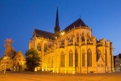 LÖWEN, BELGIEN - SEPTEMBER 3,2013: Gotische Kathedrale Peters vom Südosten Lizenzfreie Stockfotos