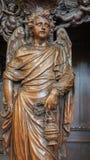 Löwen - geschnitzter Engel mit der Kirche Weihrauchform St. Michaels (Michelskerk) Lizenzfreie Stockfotos