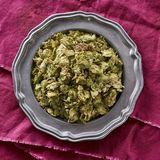 Lúpulos inteiros secados usados no lupulus do Humulus da fabricação de cerveja de cerveja imagem de stock royalty free