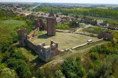 Lüften Sie Ansicht der Stadt und Ruinen von BAC-Festung in Serbien Lizenzfreies Stockbild