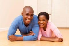 Lügenboden der Paare Lizenzfreies Stockfoto