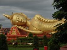 Lügenbuddha - Details von schönen Künsten am buddhistischen Tempel Stockbilder