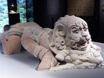 Lügenpuma der acient Statue der Mexiko-Mayakunst Stockfotos