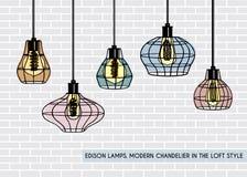 Lüpfen Sie hängende Lichter des Eisenkäfigs mit Edison-Birne Stockbild