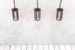 Lüpfen Sie industrielle hängende Lampe der Art auf einem Hintergrund eines rauen wa Stockbild