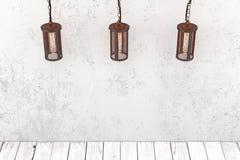 Lüpfen Sie industrielle hängende Lampe der Art auf einem Hintergrund eines rauen wa Lizenzfreie Stockfotografie