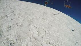 Lądować od narciarskiego dźwignięcia zbiory wideo