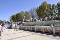 Lądować pasażery statek wycieczkowy na kanale du Midi Obrazy Stock