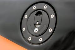 Ląg pokrywa benzynowy zbiornik samochód zdjęcia royalty free