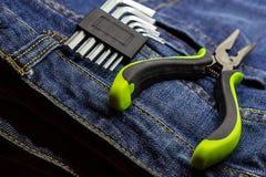 L形的多面的关键少年绿化处理橡胶保护反对电线当前修理  库存图片