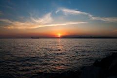 l日落的看法在博斯普鲁斯海峡 伊斯坦布尔,土耳其 免版税库存照片