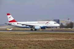 L'†«Austrian Airlines Airbus A320 d'aéroport international de Francfort décolle Photo libre de droits