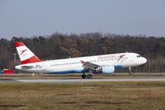 L'†«Austrian Airlines Airbus A320 d'aéroport international de Francfort décolle Images libres de droits