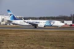 L'†«Egyptair Boeing 737 d'aéroport international de Francfort décolle Photo stock