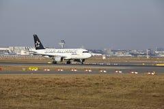 L'†«Lufthansa Airbus A319 d'aéroport international de Francfort décolle Images libres de droits