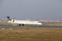 L'†«Lufthansa CityLine Canadair 900 d'aéroport international de Francfort décolle Images libres de droits