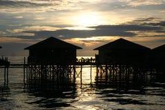 L'échasse renferme @ le coucher du soleil Photos libres de droits
