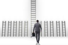 L'échelle s'élevante de carrière d'homme d'affaires dans le concept de réussite commerciale Photo stock