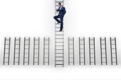L'échelle s'élevante de carrière d'homme d'affaires dans le concept de réussite commerciale Photographie stock
