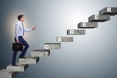 L'échelle s'élevante de carrière d'homme d'affaires dans le concept d'affaires Image libre de droits