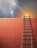 L'échelle se penche sur le mur Photographie stock libre de droits