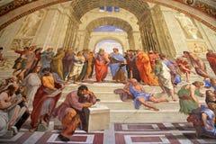 L'école d'Athènes, ` s de pièce de Raphael dans les musées de Vatican, Rome photos libres de droits