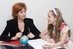 L'écolière avec le professeur Photo libre de droits