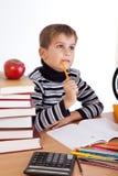L'écolier mignon pense images libres de droits
