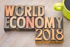 L'économie mondiale 2018 - exprimez le résumé dans le type en bois image stock