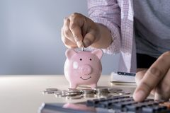l'économie pour les jeunes de comptabilité de finances s'enregistre contrôlent des inves d'argent image stock