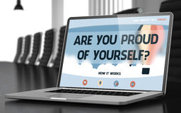 L'écran d'ordinateur portable avec sont vous fier de vous-même concept 3d Image stock