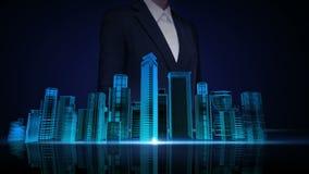 L'écran tactile de femme d'affaires, horizon de ville de bâtiment de construction et font la ville dans l'animation image bleue a
