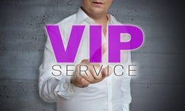 L'écran tactile de service de VIP est actionné par l'homme Image libre de droits
