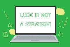 L'écriture conceptuelle de main montrant la chance n'est pas une stratégie La photo d'affaires le présentant n'est pas chanceuse  illustration stock