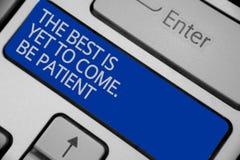 L'écriture conceptuelle de main montrant le meilleur est de venir encore Soyez patient Le texte de photo d'affaires ne perdent pa photos stock