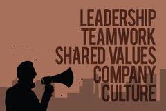 L'écriture conceptuelle de main montrant le travail d'équipe de direction a partagé la culture d'entreprise de valeurs Prise de T illustration stock