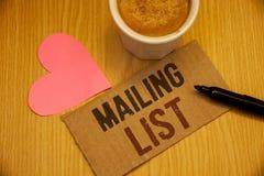 L'écriture conceptuelle de main vous montrant à des noms et adresse des textes de photos d'affaires de liste d'adresses des perso photo libre de droits