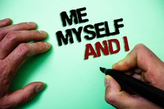 L'écriture de Word me textotent moi-même et I Concept d'affaires pour la responsabilité de prise auto-indépendante égoïste du fon Photos libres de droits