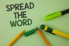 L'écriture des textes d'écriture a écarté Word Les annonces de course de signification de concept pour augmenter des ventes de ma Images libres de droits