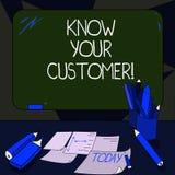 L'écriture des textes d'écriture connaissent votre client Signification de concept vérifiant des clients d'identité et évaluant d image stock